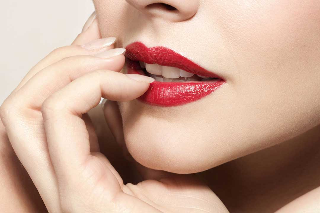 10 Tips on How to Apply Lipstick